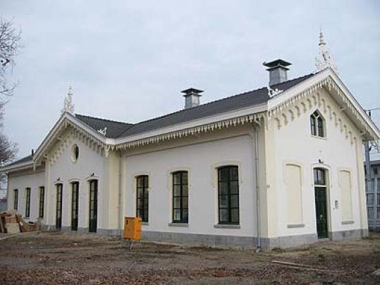 Stationsgebouw te Houten (1)